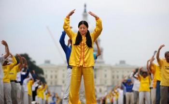 ۱۶ سال از شروع آزار و شکنجه فالون دافا در چین میگذرد. (TIM SLOAN/AFP/Getty Images)