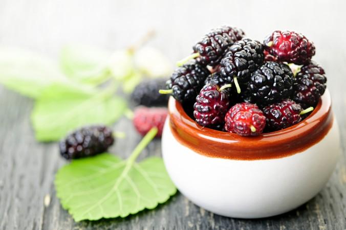 میوه تمشک خون را تصفیه میکند. (Elenathewise/iStock)