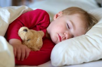 راهکارهایی برای خواباندن بچهها در اتاقشان
