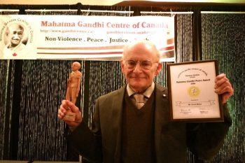 دیوید ماتاس وکیل حقوق بشر کانادایی جایزه صلح گاندی
