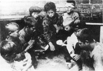 کودکان روسی یتیم در خیابان انقلاب روسیه