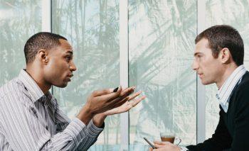 یک روش موثر برای آنکه طرف مقابل انتقاد شما را بپذیرد