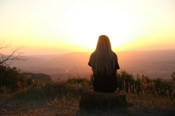 چگونه با تنهایی مقابله کنیم