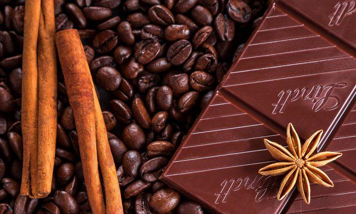با افزودن دارچین یا شکلات تیره به قهوه، سرما را از خودتان دور کنید