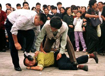 حقوق بشر سؤال اینجاست که چرا اکثر رسانههای جریان اصلی آمریکا و جهان، بهندرت خبری درباره قتل عام دانشجویان در میدان تیانآنمن در سال ۱۹۸۹ و