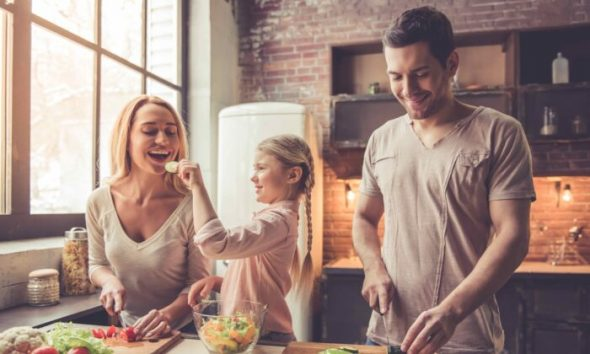 family-cooking-700x420-1-590x354