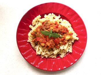 طرز تهیه اسپاگتی با تنماهی غذای ایتالیایی پخت آسان عذای کلاسیک طرز پخت غذای فوری سبک مقوی سالم غذای سریع خوشمزه لذیذ روغن زیتون