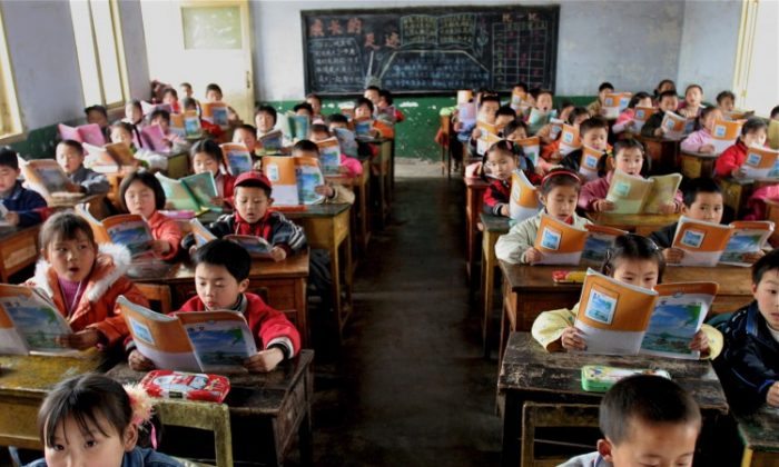 کمپین شستشوی مغزی حزب کمونیست چین از دانشآموزان مدرسه شروع میشود از مهدکودکها تا دانشگاهها، همگی بخشی از جنبشهای سیاسی بیشمار این رژیم کمونیستی هستند