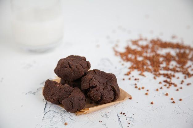 طرز تهیه کوکی شکلاتی گندم سیاه آرد گندم سیاه دستور پخت آسان خوشمزه سالم سریع مقوی بیسکویت صبحانه عصرانه روش پخت ساده فوری