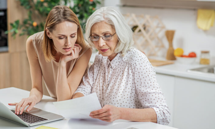 صحبت با والدین درباره مسائل مالی سالخوردگی پایان عمر تجربههای زندگی آلزایمر ارث فراموشی وصیت حساب سرمایه گذاری املاک سابقه بیمه مشکلات حافظه بدهی پس انداز