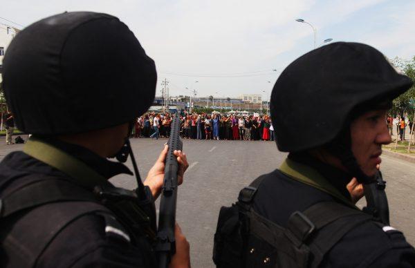 حزب کمونیست چین مردم شینجیانگ را سرکوب میکند از زمانی که چن چوانگوئو به سمت رئیس حزب کمونیست چین استان منصوب شد، تبدیل به یک استان پلیسی شده است