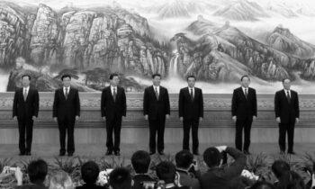 آیا بنیانگذاران حزب کمونیست چین بر اعتقاد خود به کمونیسم پابرجا ماندهاند؟ با مروری بر تاریخ به جواب این سؤال مهم خواهیم رسید که خود گویای حقایق بسیاری است.