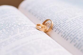 ازدواج یک مقام سلطنتی با زنی نابینا، بهخاطر وفای به عهد در فرهنگ چین، داستانهایی درخصوص نجیبزادگانی وجود دارد که بدون در نظر گرفتن شرایط به عهد خود وفا