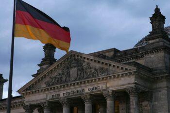 مسئولیتپذیری جهانی حقوقبشر مگنیتسکی در اکتبر۲۰۱۹، رالف گرونائو، مهندس آلمانی، دادخواستی آنلاین را آغاز کرد و از دولت آلمان خواستار تصویب شد