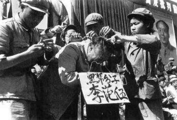 تصمیمات دانشمندان چینی در لحظات بحرانی در تاریخ و سرنوشتشان مهم است که بهجای اعتماد به زیبایی نمایشی حزب، ماهیت واقعیاش را ببینیم.