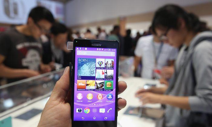 دینگتاک ۲۴ساعته بر مردم نظارت اَپ جدید ارتباطات و جلسات برای موبایل است.دانشآموزاندر چین بهطور وسیعی از این اَپ استفاده میکنند.