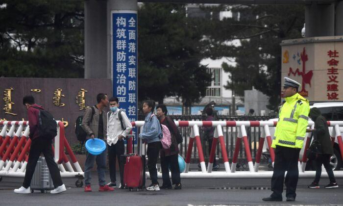 منطقه مغولستان چین از ارائه وام بانکی و طرحهای تأمین اجتماعی به والدین کودکانی که سیاستهای جدید مدارس را تحریم کردهاند خودداری میکند