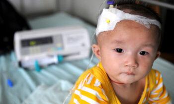 رسوایی شیرخشکهای آلوده چینی در سال ۲۰۰۸ مشخص شد که یک تولیدکننده بزرگ در چین شیر خشک هایی آلوده به مواد شیمیایی و سمی تولید میکند.