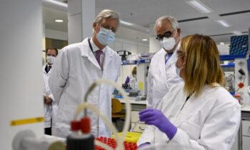 آزمایش واکسن ویروس حزب کمونیست چین ساخت یک واکسن در حالت معمولی تقریباً به ۴ سال نیازمند است، اما ما احتمالاً در کمتر از ۱ سال تولید میکنیم