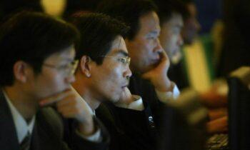 دستگاههای پروپاگاندا برای بیان روایت حزب کمونیست چین از شیوع ویروس کرونا با اینکه پنهان کاری و سرپوش گذاشتن اولیه رژیم چین از شیوع کرونا