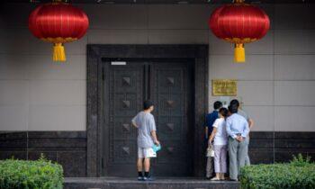 حزب کمونیست چین در ارعاب جامعه غرب در ماه ژوئیه، ۶۴۳ قانونگذار از ۳۲ کشور بیانیه مشترکی را امضاء کردند تا آزار و اذیت وحشیانه فالون گونگ