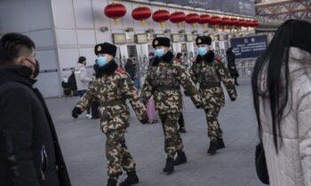 استرالیا اخیراً دو خبرنگار استرالیایی مستقر در چین نیمه شب توسط پلیس امنیت ملی چین مورد یورش و بازجویی قرار گرفتند و خروج آنها از چین