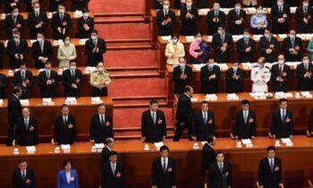 مقامات حزب کمونیست چین تبلیغات ضدآمریكایی راه میاندازند درحالیکه خانوادههایشان را برای زندگی به ایالات متحده میفرستند دروغهای کمونیست