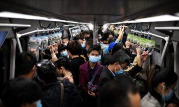 مقامات بهداشتی چین موارد جدید ابتلا به کووید۱۹ در شهری در شمال چین مایحتاج اولیه خود برای دوران حصر را ذخیره کردهاند
