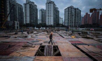 چین اقتصاد کشور در آستانه فروپاشی حزب کمونیست در نظر دارد در راستای امکان نقشآفرینی هرچه بیشتر شرکتهای دولتی در اقتصاد کش