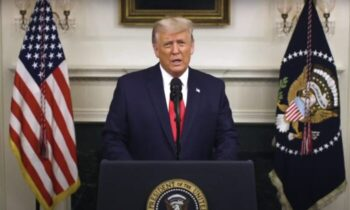 حمله و محاصره هماهنگ ترامپ در ویدئوی ارسال شده از کاخ سفید در شبکه های اجتماعی، خود را موظف به دفاع از قانون اساسی ایالات متحده دانست، و گفت