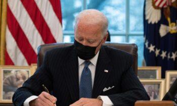تراجنسیتیها کاخ سفید روز دوشنبه اعلام کرد رئیس جمهور جو بایدن فرمان اجرایی ترامپ را لغو کرده است. طبق فرمان اجرایی دولت ترامپ تراجنسیتیها
