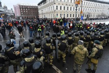 ناوالنی مسکو - دهها هزار نفر روز یکشنبه در سراسر روسیه پهناور به خیابانها آمدند و با سر دادن شعارهایی علیه ولادیمیر پوتین، خواستار آزادی