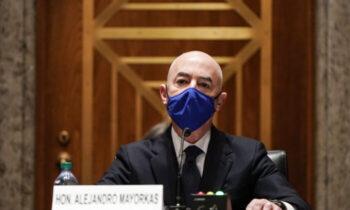 مایورکاس سناتور کروز از همکاران خود در سنا میخواهد که مایورکاس را بهعنوان مدیر وزارت امنیت داخلی تأیید نکنند بیتوجهی مکرر نسبت به حاکمیت