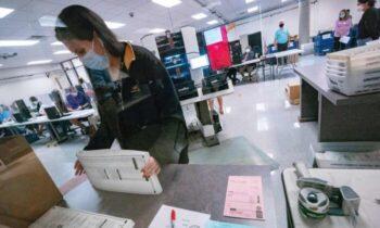 احضاریه دادستان کل ایالت آریزونا روز چهارشنبه گفت که قانونگذاران ایالتی از صلاحیت صدور احضاریه برای بررسی نحوه مدیریت انتخابات برخوردار هستند.
