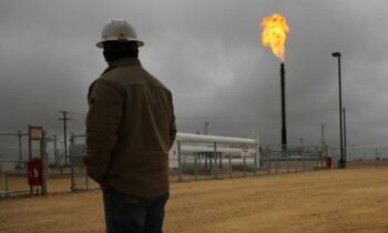 خط لوله نفت به گفته اندی بلک، مدیرعامل انجمن خطوط لوله نفت، این اقدام دقیقا معادل «از بین بردن ۱۰۰۰۰ شغل و سرقت ۲.۲ میلیارد دلار از جیب کار