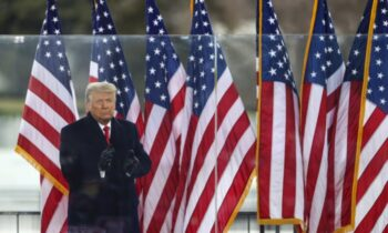 مراسم تحلیف ۷۵میلیون میهن پرست بزرگ آمریکایی که به من رای دادند تا آمریکا در اولویت باشد و شکوه را دوباره به آمریکا بازگردانیم، در آینده