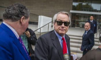 اقامت قانونی این اقدام لین وود پس از آن صورت گرفت كه هیئت وکلای ایالت جورجیا به او اطلاع داد كه برای حفظ مجوز وكالتش مجبور به انجام ارزیابی