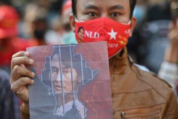 كودتای نظامی در واکنش به ادعای تقلب صورت گرفته در انتخابات میانمار، داغ دل برخی از مردم آمریکا را تازه کرد، افرادی که باور دارند در انتخابات
