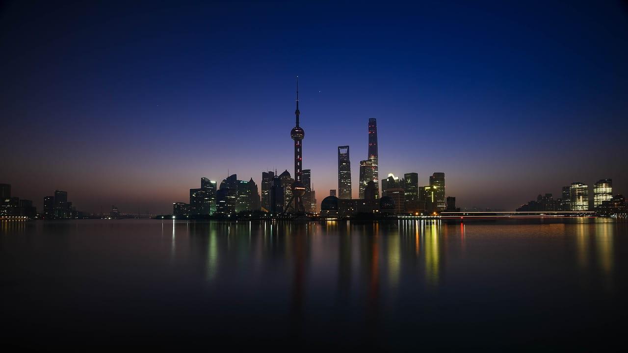حزب کمونیست حاکم بر چین رژیم چین اقتصاد سرمایهداری را اتخاذ کرد، زیرا راه دیگری برای بقاء نداشت. اما در تبلیغاتش به مردم چین گفت که این