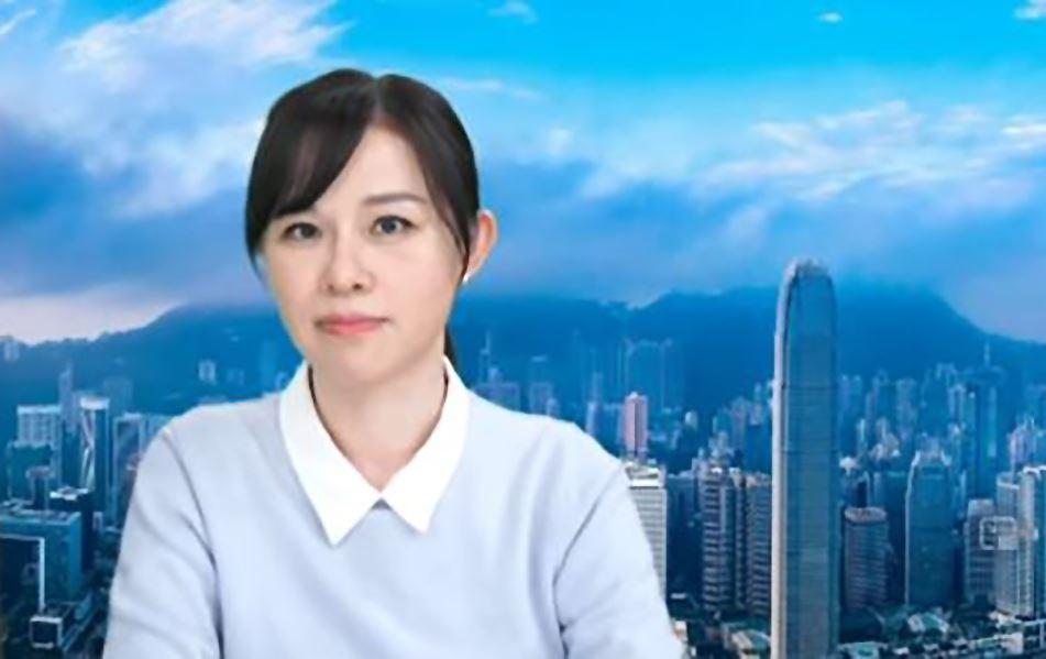 هوانگ به گفته هوانگ رویچیو، مجری برنامهای محبوب در هنگ کنگ، مقامات پلیس در چین اخیراً به نزدیکانش در آنجا دستور دادهاند که به او هشدار