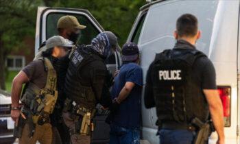 مهاجرتی قوانین جدید، توانایی اداره مهاجرت و گمرک ایالات متحده در بازداشت برخی از مهاجران غیرقانونی را محدود میکند، مگر اینکه آنها تهدیدی