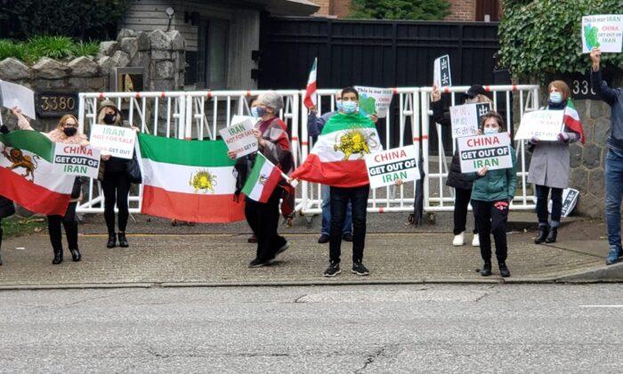 تجمع ایرانیان در اعتراض به قرارداد ایران و چین در مقابل کنسولگری چین در ونکوور کانادا، ۳ آوریل ۲۰۲۱ (Courtesy of Kei Esmaeilpour)