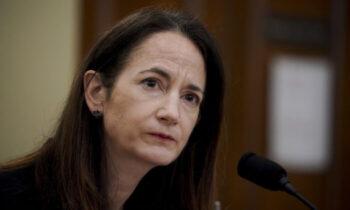 بهداشت مدیر اطلاعات ملی ایالات متحده این هفته گفت كه جامعه اطلاعاتی «نشانههایی» از تلاش پكن برای تأثیرگذاری بر تحقیقات سازمان بهداشت