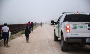 کودک شمار کودکان بیسرپرست که بهطور غیرقانونی از مرز آمریکا گذشتهاند به ۲۰هزار تن رسید با هزینه هفتگی حداقل ۶۰ میلیون دلار نگهداری