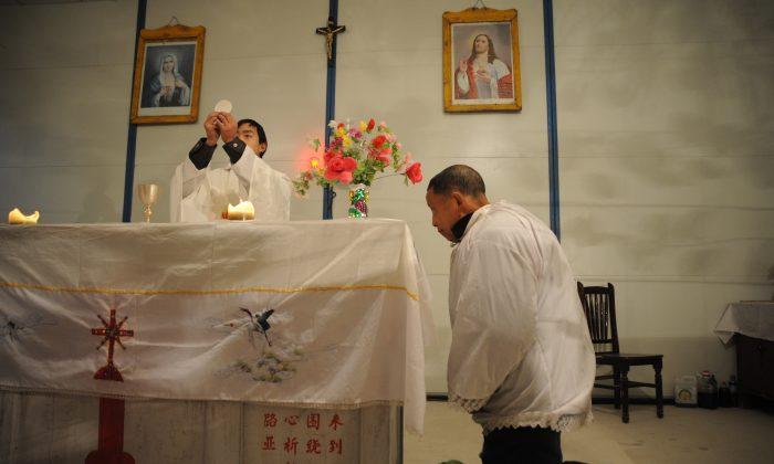 کشیش یک وکیل به نام سوئی موچینگ، به اپکتایمز گفت که معتقد است مقامات در تلاشند پروندهای جعلی علیه این کشیش ایجاد کنند چین سالها است که