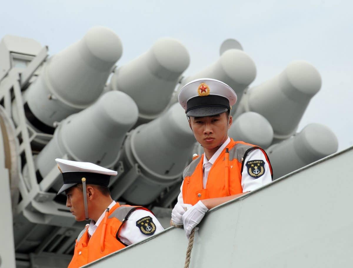 تایوان در صورت جنگ، حزب کمونیست احتمالاً از نیروی هوایی برای کنترل تنگه باشی در جنوب غربی تایوان و نیز مسدود کردن نیروهای آمریکایی از سمت