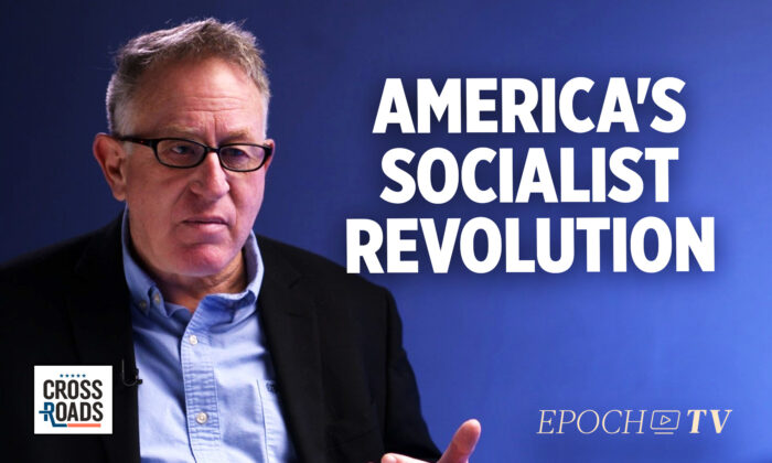 دولت ترور لادن، نویسنده و فیلمساز، میگوید آمریکا هماکنون در قلب انقلابی کمونیستی است که در تلاش است با برقراری تسلط شاخه اجرایی دولت