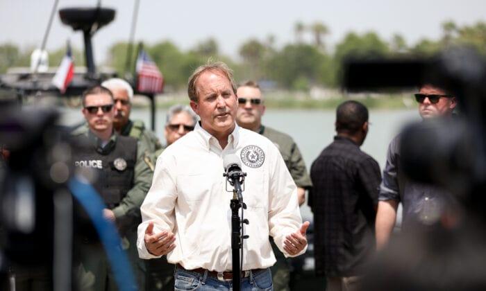 بایدن کن پکستون، دادستان کل ایالت تگزاس گفت بخاطر عدم اعمال قوانین مهاجرتی، پروندههای بیشتری علیه دولت بایدن تشکیل خواهد داد. عدم سفر
