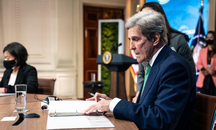 کری مشاور امنیتی پیشین: جان کری در گفتگوهای غیررسمی با ایران، ترامپ را تضعیف میکرد اکنون نماینده ویژه رئیس جمهور جو بایدن در امور آب