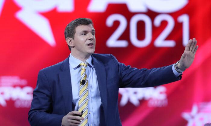 جیمز اوکیف، رئیس پروژه وریتاس، در کنفرانس اقدام سیاسی محافظه کاران که در اورلاندو، فلوریدا، در تاریخ 26 فوریه 2021 برگزار شد، سخنرانی میکند. (Joe Raedle/Getty Images)